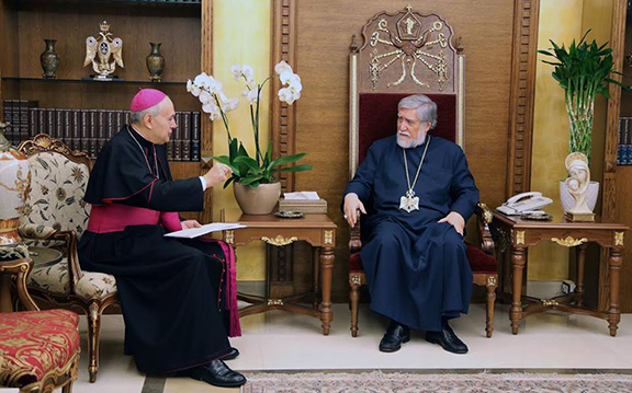 Papal Nuncio Gabriel Katchea and His Holiness Aram I, the Catholicos of the Great House of Cilicia. (Source: Public Radio of Armenia)