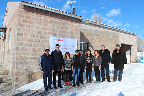 Viva Cell- MTS General Manager Ralph Yirikian and Fuller Center for Housing Armenia President Ashot Yeghiazaryan with the Khamoyan family.