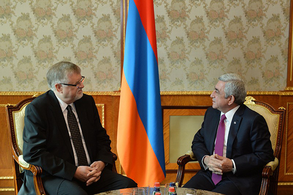President Serzh Sarkissian and EU Special Representative Herbert Salber. (Source: Public Radi oof Armenia)