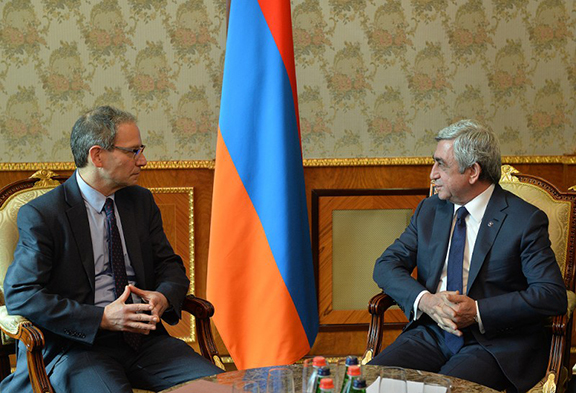 President Serzh Sarkisian and Charles Kupchan, the Special Assistant to the U.S. President and National Security Council Senior Director for Europe. (Source: Public Radio of Armenia)
