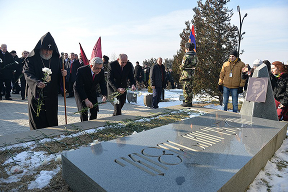Paying tribute at Commander Vazgen Sargsyan's grave. (Source: Public Radio of Armenia)