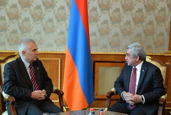 Ambassador Peter Switalski with President Serzh Sarkisian. (Source: Armenpress)