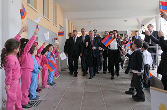 President Sarkisian visiting the Nareg School in Cyprus. (Source: Sigmalive)