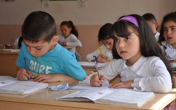 Schoolchildren in classroom in Armenia (Photo: World Food Programme/Abeer Etefa)