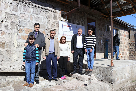 VivaCell-MTS General Manager Ralph Yirikian visits the Vardanyan family in Armenia's Kotayk region (Photo: Fuller Center for Housing Armenia/Facebook)