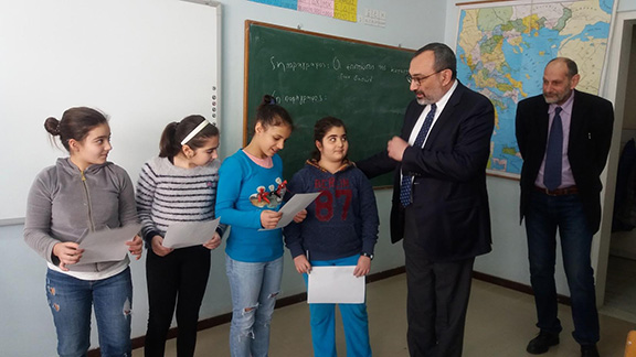 Mirzoyan engaging with students (Photo: Ministry of Foreign Affairs of the Artsakh Republic)