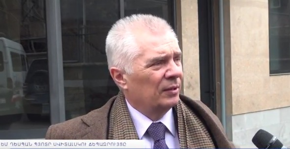 Piotr Switalski being interviewed on March 16, 2017 in Yerevan (Photo: NewsamChannel/YouTube Screenshot)