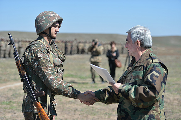 Soldiers were awarded for their courage in defending the borders of Artsakh (Photo: Press Office of the President of Armenia)