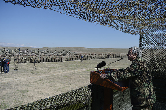 Sarkisian addressing the troops (Photo: Press Office of the President of Armenia)