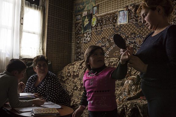 Sose, 35, with her children and mother, who comes to visit her almost each day, since Sose's husband left the family. (Photo: Yulia Grigoryants)