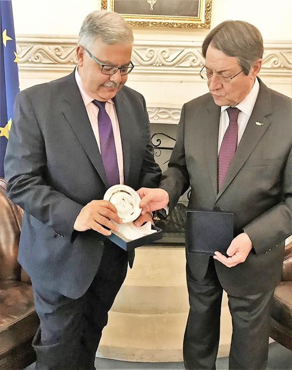 Cyrpiot president Nicos Anastasiades presents memento to ARF Bureau Chairman Hagop Der Khachadourian