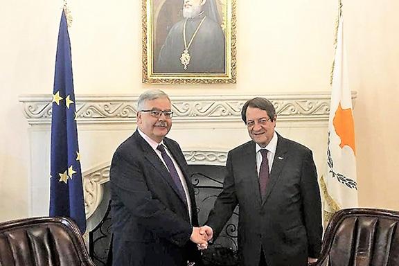 ARF Bureau Chairman Hagop Der Khachadourian (left) with Cypriot President Nicos Anastasiades