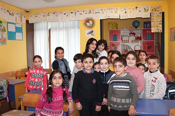 Zara Petrosyan, Oknooshoon Assistant Director, with children at Orran in Yerevan after presenting to their class about dogs and therapy animals