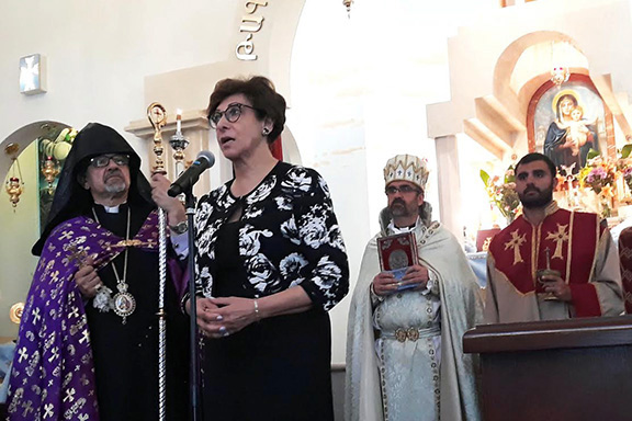 Dr. Frieda Jordan addressing the congregation at St. Sarkis Church