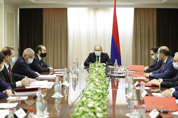 Prime Minister Nikol Pashinyan chair a session of Armenia's National Security Council on August 21