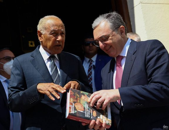 Foreign Minister Zohrab Mnatsakanyan (right) with the secretary-general of the Arab League Ahmed Abul Gheit
