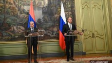 Armenia's Foreign Minister Zohrab Mnatsakanyan (left) and his Russian counterpart Sergei Lavrov hold a joint press conference in Moscow on Oct. 12