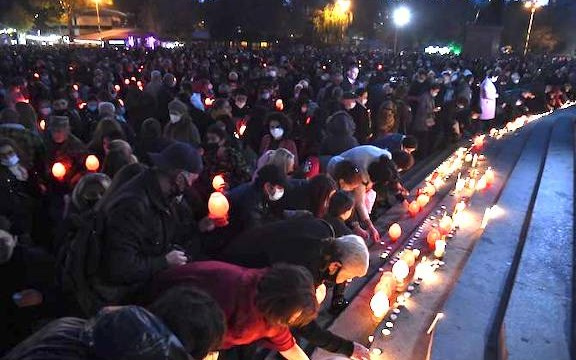 Thousands take part in candlelight vigil in memory of Artsakh soldiers on Nov. 14