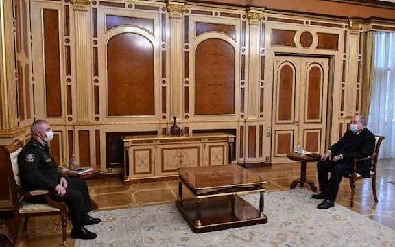 President Armen Sarkissian (right) meets with the commander of Russian peacekeeping forces in Karabakh  Lieutenant-General Rustam Muradov on Feb. 24