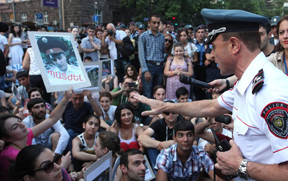 Deputy Police Chief Valeri Osipian, confronts protesters blocking a street in Yerevan (Source: Photolure)