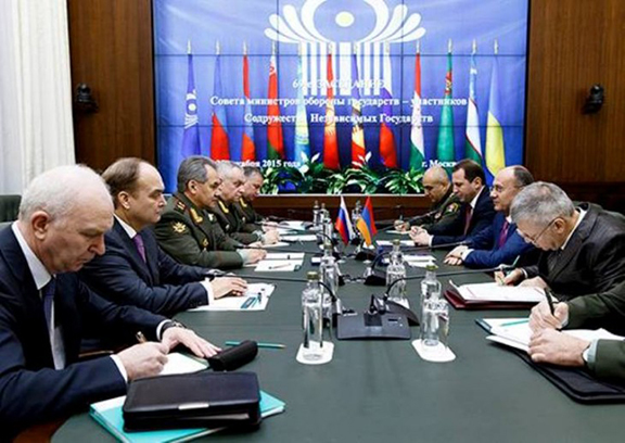 Russian Defense Minister Soygu meeting with Armenian Defense Minister Ohanian (Source: Massis Post)