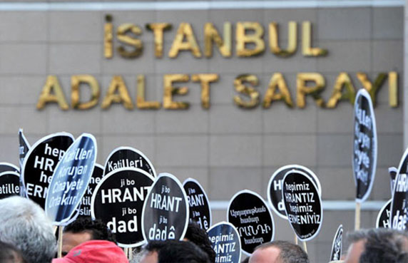 Protesters in front of Istanbul's Courthouse (Agos)