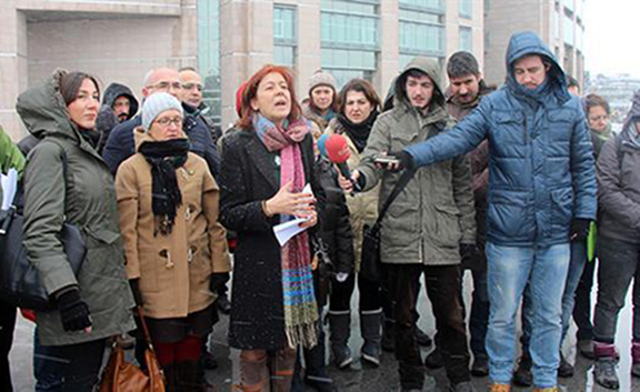 Hundreds of Turkish academics have expressed solidarity with their colleagues suspected of terrorism crimes. (Source: DHA Photo)