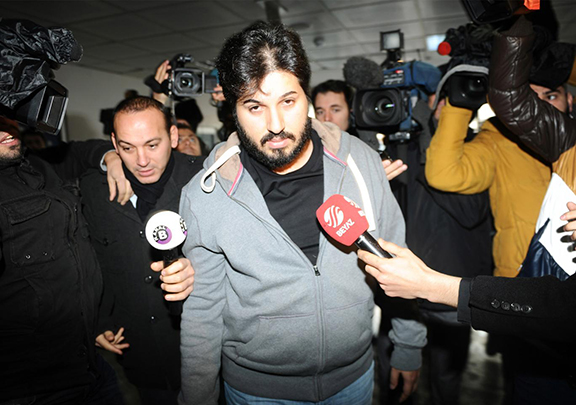 Reza Zarrab is surrounded by journalists at a police station in Istanbul in December 2013, in an inquiry that led to the resignation of three cabinet ministers. (Source: Getty Images)