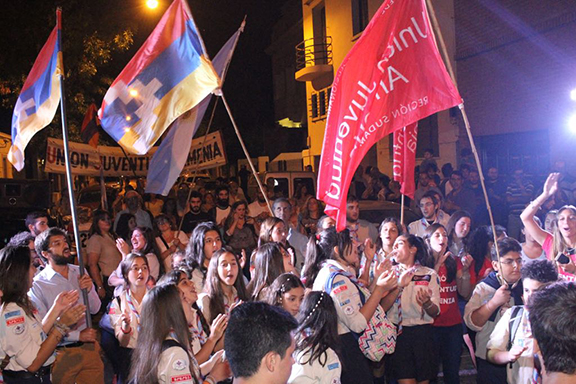 The Armenian Youth Federation and Homenetmen in Argentina rally in front of the Azerbaijani Embassy in Buenos Aires on March 3, 2017 (Photo: Agencia Prensa Armenia)
