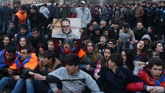 A protest sit-in in memory of Artur Sargsyan who supplied food to the members of 'Sasna Tsrer' group took place on in Yerevan. on March 20, 2017 (Photo: Photolur)