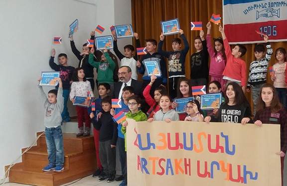 Artsakh Republic Foreign Minister Karen Mirzoyan meets with children at local Armenian school in Greece (Photo: Ministry of Foreign Affairs of the Artsakh Republic)