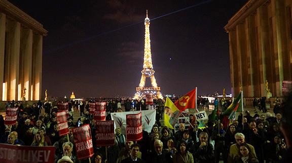 Scene from the Paris demonstration (Photo: Nouvelles d'Arménie Magazine)