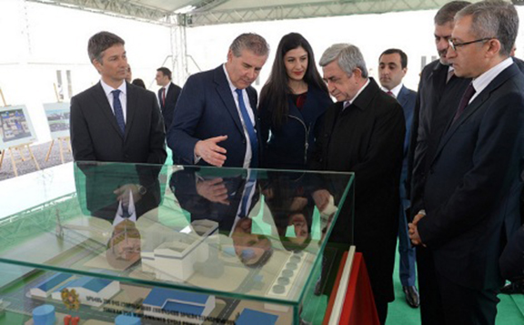 President Serzh Sarkisian being presented a mock-up of the new Thermoelectric Power Station to be built in Yerevan (Photo: Ministry of Energy Infrastructures and Natural Resources of Armenia)