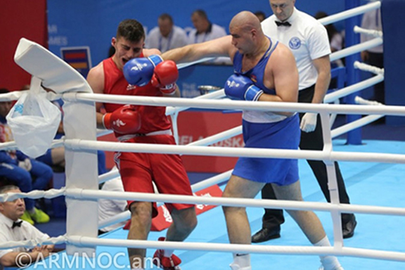 Gurgen Hovhannisyan (right) in  a match with Turkey's Ilyas Muchahit