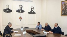 National Salvation Movement's candidate for prime minister, Vazgen Manukyan, and coordinator of the movement Ishkhan Saghatelyan on Wednesday met with the chairman of Armenia's Employees' Union, Gagik Makaryan.