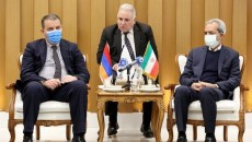 ICCIMA Head Gholam-Hossein Shafeie (r) and Armenian Economy Minister Vahan Kerobyan (l) meet in Tehran on Jan. 25.