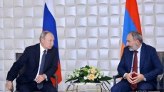 Russian President Vladimir Putin (left) with Prime MinisterNikol Pashinyan at a meeting in Moscow