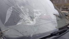 The windshield of a van transporting the remains of fallen soldiers was attacked by rock-throwing Azerbaijanis
