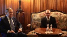 Armenia's Foreign Minister Ara Aivazyan (right) meets with his Russian counterpart Sergei Lavrov in Moscow on April 1