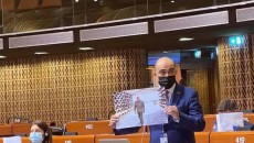 """Armenian lawmaker Edmon Marukyan shows a picture from Aiyev's """"Military Trophy Park"""" in Baku during a PACE session on April 19"""